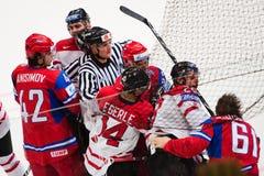 La Russie contre le Canada. Championnat 2010 du monde Images stock