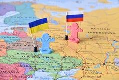 La Russie et l'Ukraine tracent le territoire de défense de point chaud d'image de concept images libres de droits