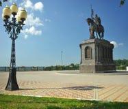 La Russie - 25 juillet 2016 : Monument de prince Vladimir contre la cathédrale d'hypothèse image stock