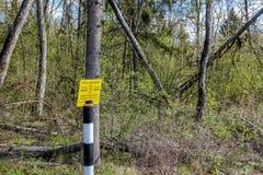 """La Russie - mai 2016 : On interdit le signe """"creusant - zone de sécurité du câble """" photos stock"""