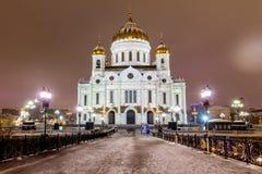 La Russie, Moscou, 06, janvier 2018 : Vue de la cathédrale du Christ le sauveur du pont patriarcal le soir photos libres de droits