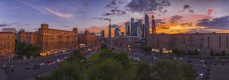 La RUSSIE, MOSCOU - 11 mai 2016 : Secteur Dorogomilovskaya Zastava Moscou, avenue de Kutuzov Photographie stock libre de droits