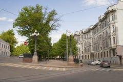 LA RUSSIE, MOSCOU - 11 MAI 2016 : Vue du boulevard de Yauza de Photographie stock libre de droits