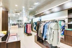 La Russie, Novosibirsk - 25 avril 2018 : intérieur de l'habillement et de la boutique EMPORIO des femmes de magasin d'accessoires photographie stock libre de droits