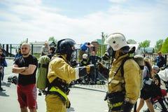 La Russie, Novosibirsk - 2 juin 2018 : concurrence indicative des sapeurs-pompiers et des sauveteurs professionnels tenue de prot image libre de droits