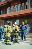 La Russie, Novosibirsk - 2 juin 2018 : concurrence indicative des sapeurs-pompiers et des sauveteurs professionnels tenue de prot photographie stock libre de droits