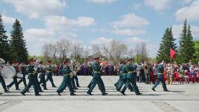 La Russie, Novosibirsk, le 9 mai 2017 : bande en laiton militaire au défilé clips vidéos