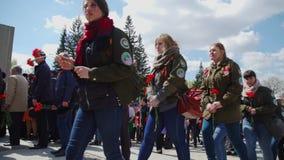 La Russie, Novosibirsk, le 9 mai 2017 : défilé de fête en Victory Day banque de vidéos