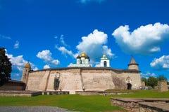 La Russie, Pskov Pskov Krom, ou Pskov Kremlin, et cathédrale de trinité Photo libre de droits
