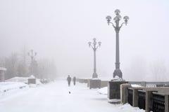 La Russie, Samara, le 6 février 2016 - remblai sur la Volga en brouillard d'hiver Photo libre de droits