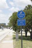 La ruta de la evacuación firma adentro el Fort Lauderdale, la Florida Foto de archivo
