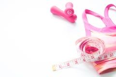 La séance d'entraînement et le concept sain de mode de vie avec la couleur rose folâtrent le soutien-gorge Image libre de droits