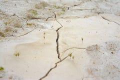 La sécheresse, la terre fend, aucune eau chaude, manque d'humidité photos libres de droits