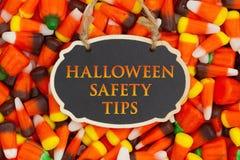 La sécurité de Halloween incline le message avec des bonbons au maïs images stock