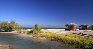 La sabbia, fiume e vede Fotografie Stock