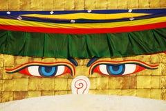 La saggezza del Buddha eyes sullo stupa di Bodhnath a Kathmandu Fotografia Stock