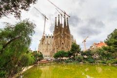 La Sagrada Familia - de indrukwekkende die kathedraal door architect Gaudi wordt ontworpen, die is bouwt sinds 19 Maart, 1882 en  Royalty-vrije Stock Afbeeldingen