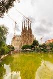 La Sagrada Familia - den mäktiga domkyrkan som planläggs av arkitekten Gaudi, som är byggande efter mars 19, 1882 och är inte fi Fotografering för Bildbyråer