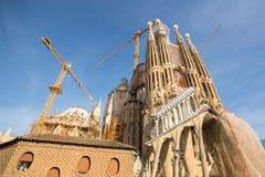 La Sagrada Familia - den mäktiga domkyrkan som planläggs av Gaudi, som är byggande efter Mars 19, 1882 och avslutas inte ännu Arkivfoto