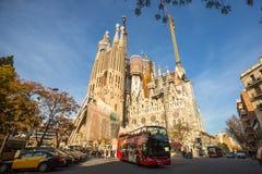 La Sagrada Familia - den mäktiga domkyrkan som planläggs av Gaudi, som är byggande efter Mars 19, 1882 och avslutas inte ännu Arkivbild