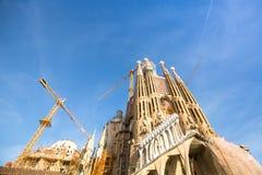 La Sagrada Familia - den mäktiga domkyrkan som planläggs av Gaudi, som är byggande efter Mars 19, 1882 och avslutas inte ännu Royaltyfri Bild