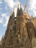 La Sagrada Familia ed il cielo fotografia stock