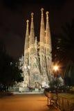 La Sagrada Familia på natten Fotografering för Bildbyråer
