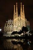 La Sagrada Familia på natten Royaltyfria Foton