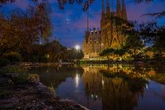 La Sagrada Familia på skymning Fotografering för Bildbyråer