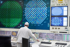 La sala de control central de la central nuclear fotos de archivo
