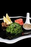 La salade d'algue de Chuka avec le sésame et l'arachide sauce Photographie stock