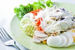 La salade s'est mélangée pour sain Image libre de droits