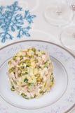 La salade traditionnelle de nouvelle année olivier Images libres de droits