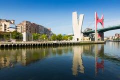 La-Salbe-Brücke mit Guggenheim-Museum im Hintergrund bilbao Stockfotografie