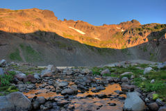 La salida del sol, cabra oscila el yermo, estado de Washington Imagen de archivo