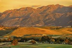 La salida del sol caliente en el Kaikoura se extiende, Nueva Zelanda Fotos de archivo libres de regalías