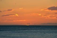 La salida del sol comienza Fotografía de archivo