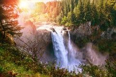 La salida del sol de la mañana sobre Snoqualmie baja en Washington State Fotografía de archivo