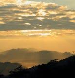 La salida del sol en Tailandia. Foto de archivo libre de regalías