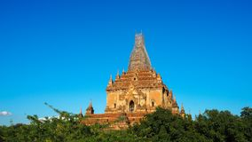 La salida del sol escénica sobre bagan en Myanmar Bagan es una ciudad antigua con millares de budista histórico fotos de archivo