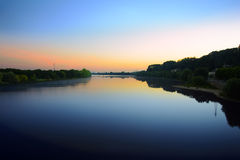 La salida del sol está viniendo durante el sur siguiente saone, Francia del río Saone Villefranche Imagen de archivo