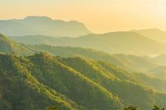 La salida del sol sobre la montaña sonó Foto de archivo libre de regalías