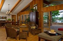La salle à manger rêveuse de l'amoureux en bois Photo libre de droits