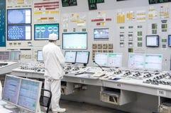 La salle de contrôle central de la centrale nucléaire image libre de droits