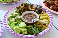 La salsa della pasta del gamberetto con scotta le verdure, alimento tailandese Immagini Stock Libere da Diritti