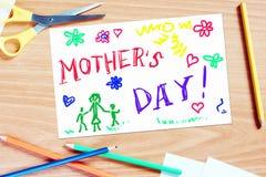 La salutation des enfants avec le jour de mères Photographie stock