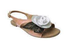 La sandale de dames avec le cuir blanc s'est levée Images libres de droits