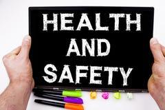 La santé et sécurité textote écrit sur le comprimé, ordinateur dans le bureau avec le marqueur, stylo, papeterie Concept d'affair Images libres de droits