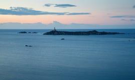 La Sardegna, Italia - faro all'alba nell'isola della Sardegna Fotografie Stock Libere da Diritti