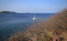 La Sardegna, Italia, paesaggio della baia di Nora immagine stock